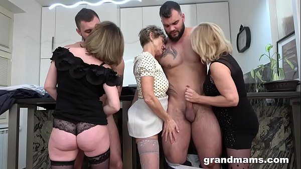 small gril hot pussy photo