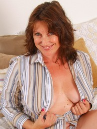 Hairy mature brunette pictures
